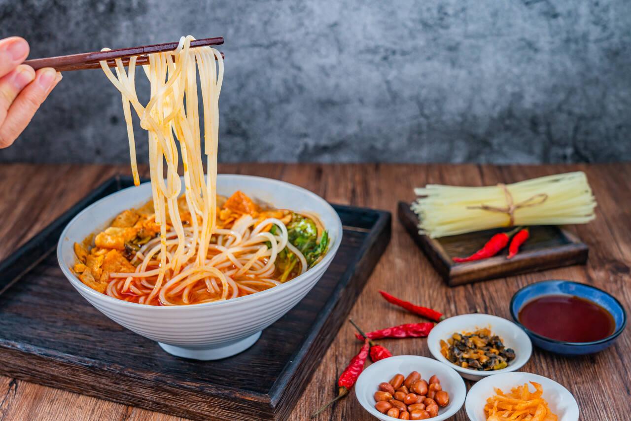 一碗米线即将撑起一个IPO:一年卖出3073万碗,火遍香港